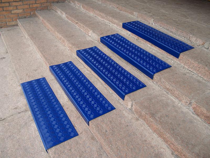 налкдаки на ступени синие
