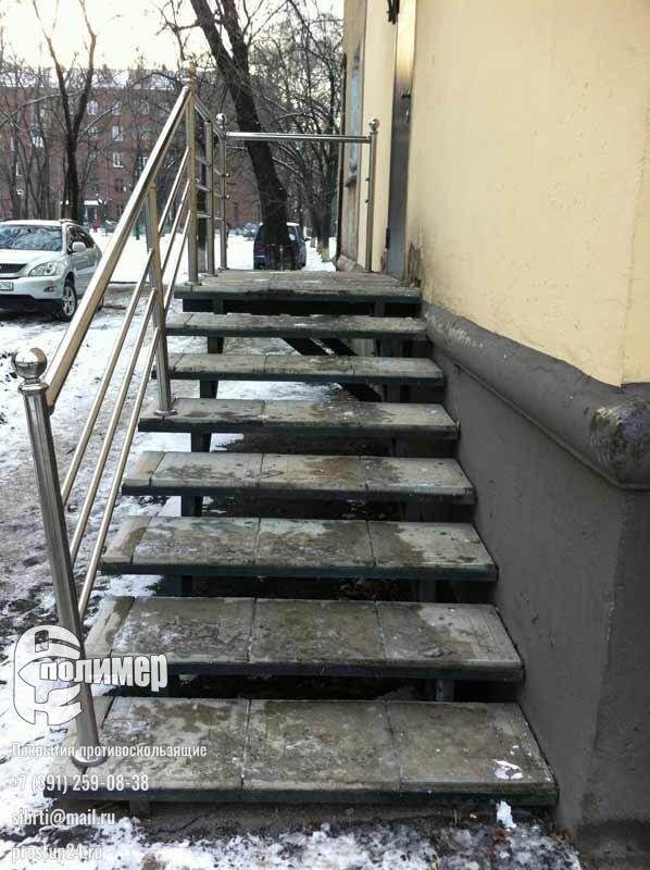 лестница без проступей резиновых, вообще без всего