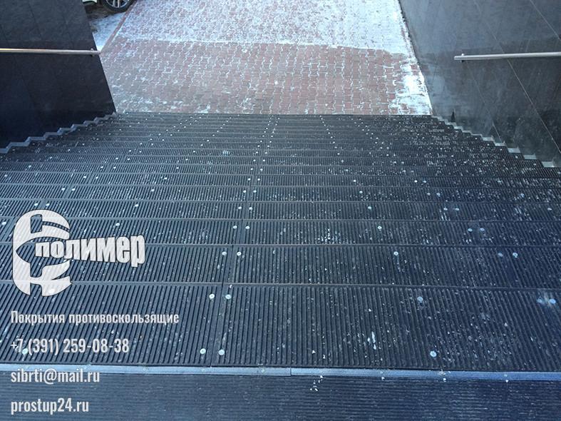 проступи резиновые 1100 на лестнице