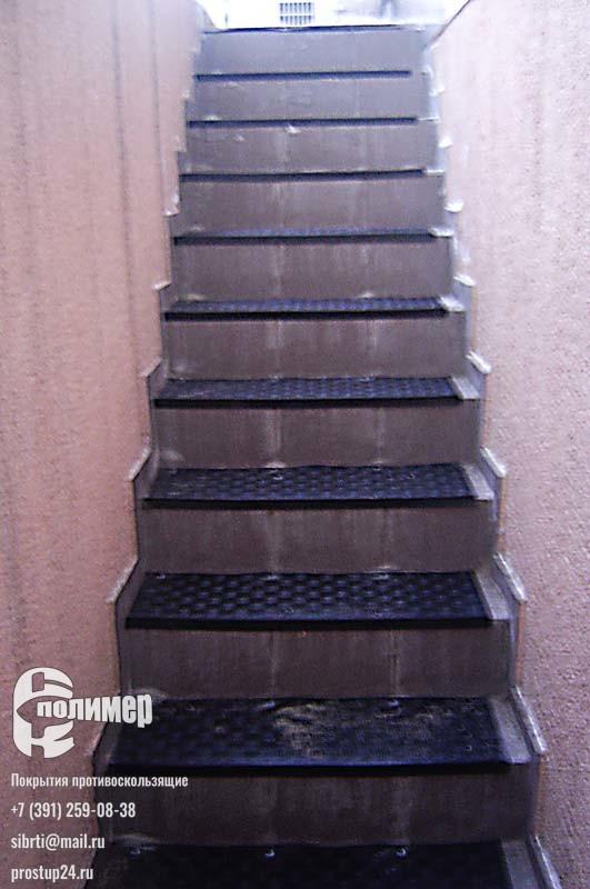 резиновые проступи на лестнице