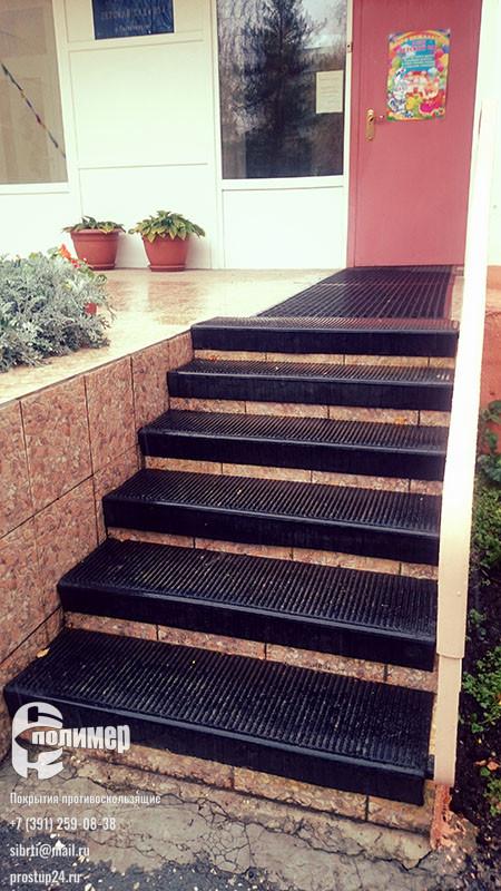 проступи уложены на лестнице