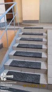 резиновые накладки на лестнице