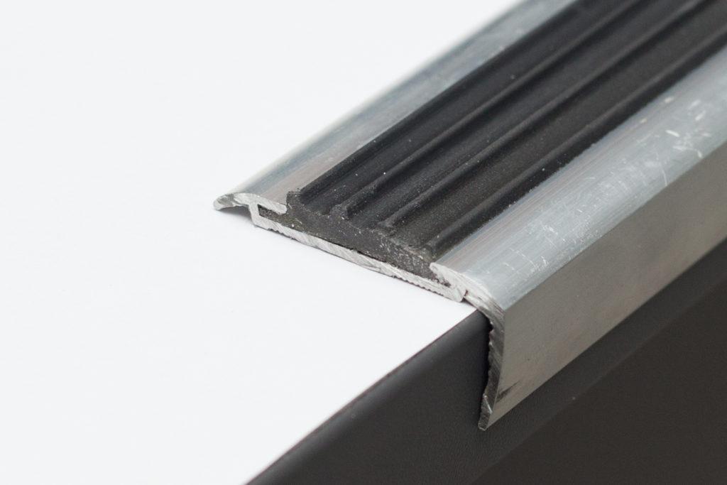 профиль алюминиевый со вставкой
