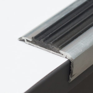 Порог угловой (Угол) + вставка  (30х15х1800мм) алюминиевый