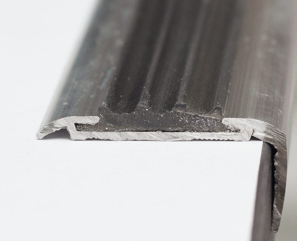 алюминиевый профиль лестницы