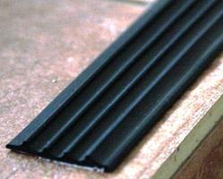 Противоскользящая накладка-окантовка; Без клеевого слоя; плоская