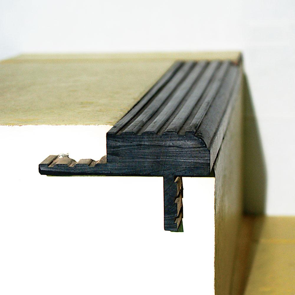 профиль резиновый окантовка ступеней лестница
